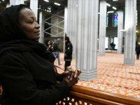 Ünlü sanatçı Della Miles Türkiye'de Müslüman oldu