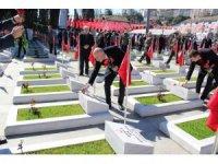 Başkan adayı Akyüz Çanakkale şehitlerini yazdığı şiirle andı