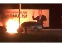 Seyir halindeki arabanın yanma anı kameralara yansıdı