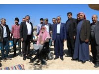 Harran'da engelli iki vatandaşa akülü tekerlekli sandalye