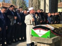 AK Parti'li vekil annesinin cenaze namazını kendi kıldırdı