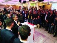 Hüseyin Avni Sipahi 18 Mart zaferini Demokrat Partiye katılan gençlerle kutladı