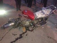 Motosiklet ikiye bölündü: 2 yaralı