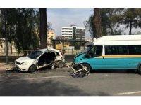 İzmir'de minibüs otomobile çarptı: 1 ölü, 11 yaralı