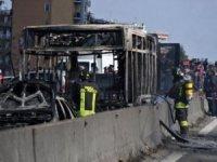 Okul otobüsü şoförü içinde 51 öğrenci bulunan servisi kaçırıp yaktı!