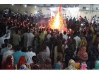 Hindular, Holi'yi dans edip şarkı söyleyerek karşıladı