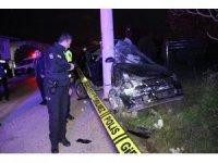 Kontrolden çıkan otomobil elektrik direğine çarparak durabildi: 1 ölü