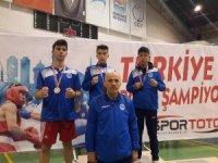 Kağıtsporlu boksörler madalyalarla döndü