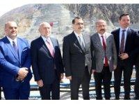 Bakan Dönmez Hidroelektrik Santralinde incelemelerde bulundu
