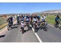 Dargeçit'te bisiklet sürüşü ile madde bağımlılığına dikkat çekildi