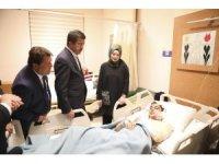 Zeybekci'den trafik kazası geçiren down sendromlu öğrencilere geçmiş olsun ziyareti