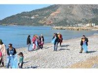 Ana sınıfı öğrencileri ve engelliler, Bozyazı sahilini temizledi