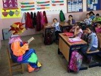 Palyaço, öğrencilere kitap okuma alışkanlığı kazandırıyor