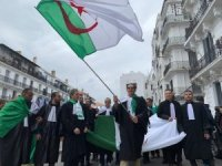 Cezayir'de hukukçular sokağa döküldü