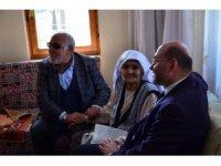 """93 yaşındaki Ayşe Oral: """"Allah, Cumhurbaşkanımızı başımızdan eksik etmesin"""""""