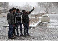 Bahar havası Elazığ'da yerini kara bıraktı