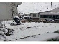 Vatandaşlar sıcak hava beklerken karla karşılaştı