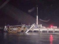 İskeledeki vinç denize devrildi, operatör son anda kurtuldu