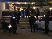 Başkent'te bıçaklanan kişi eğlence mekanına sığındı