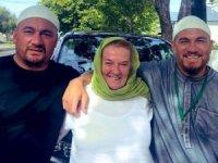 Dünya yıldızının annesi ve arkadaşı müslüman oldu