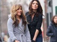 Jennifer Lopez bornozla sokakta