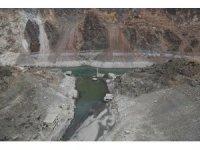 Artvin'de yağışların az olması ile baraj suları çekildi asırlık köy ortaya çıktı
