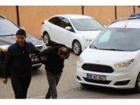 Artvin'de hırsızlık yaptığı iddiasıyla yakalanan 2'si kadın 3 kişi adliyeye sevk edildi