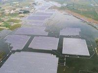 Dünyanın en büyük yüzer güneş enerji santrali