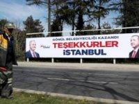 AKP'nin İstanbul'da astırdığı teşekkür pankartları sökülüyor