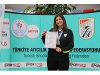 Manisa Büyükşehir'in atıcısından Mersin'de Türkiye rekoru