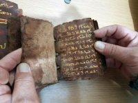 Paha biçilemez İncil'i polise satarken yakalandılar