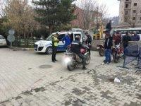 Kars'ta motosiklet kask kullanımı denetimi