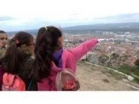 İlkokul öğrencilerine turist otobüsü ile şehir tanıtımı