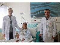 Böbreğinde 10 santimetre tümör tespit edildi, 1 günde sağlığına kavuştu