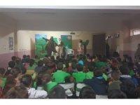 Akçakoca'da minikler sincap çocuk tiyatrosuyla doyasıya eğlendi