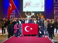Ukrayna'da yarışan Türk kuaförler dünya üçüncüsü oldu