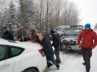Yaylada kar nedeniyle mahsur kalan 10 kişi kurtarıldı