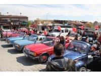Göreme'de çocuklar 23 Nisan'ı klasik otomobillerle kutladı