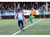 Attığı 16 golle kendisini ve Yeşilyurt Belediyespor'u zirveye taşıdı