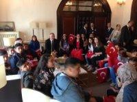 Nizipli öğrenciler Kültür ve Turizm Bakanı Ersoy'la buluştu
