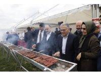 Büyükşehir Belediyesi'nin 23 Nisan Şenliği'ne yaklaşık 10 bin kişi katıldı