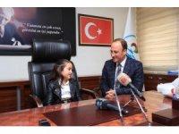 Başkan Örki 23 Nisan geleneğine uyarak koltuğunu devretti