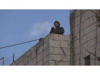 Filistinlilerden caddeleri kapatan İsrail askerlerine tepki