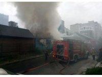Ataşehir'de kereste marketi alev alev yandı