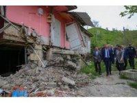 Vali Yavuz, heyelan bölgesini inceledi