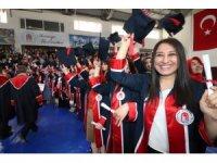 Fen-Edebiyat ve Sağlık Bilimleri Fakültelerinde mezuniyet sevinci
