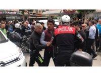 """Alanya'da """"dur"""" ihtarına uymayan motosikletli polisleri alarma geçirdi"""