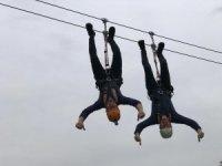 Çoruh Nehri üzerinde bulunan zipline hattında davul, zurna çalıp Türk bayrağı açtılar