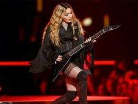 Madonna'dan çarpıcı itiraf: Çocuklarımla ilişkimi telefon bitirdi