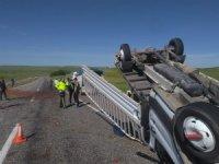 Çilek yüklü kamyonet takla attı: 2 yaralı